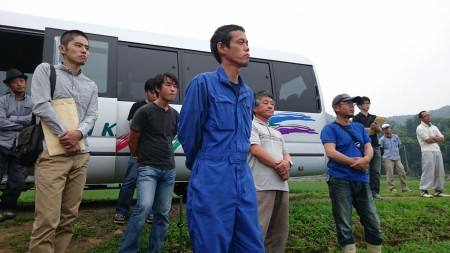 盟友の圃場で、経営状況や栽培の工夫点などを聞きました。